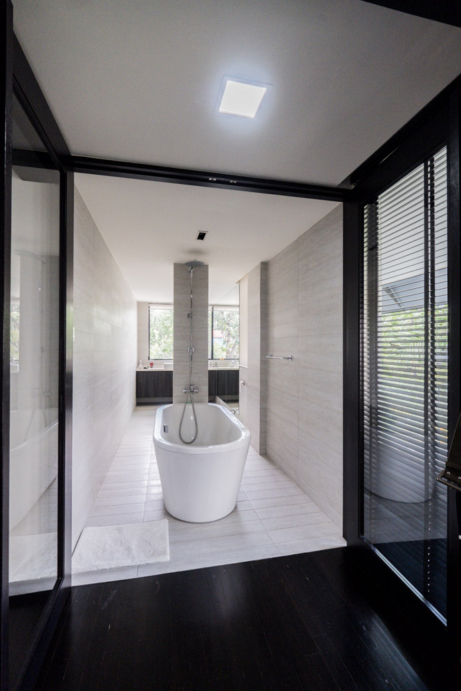 Tai Hwan Crescent bathroom