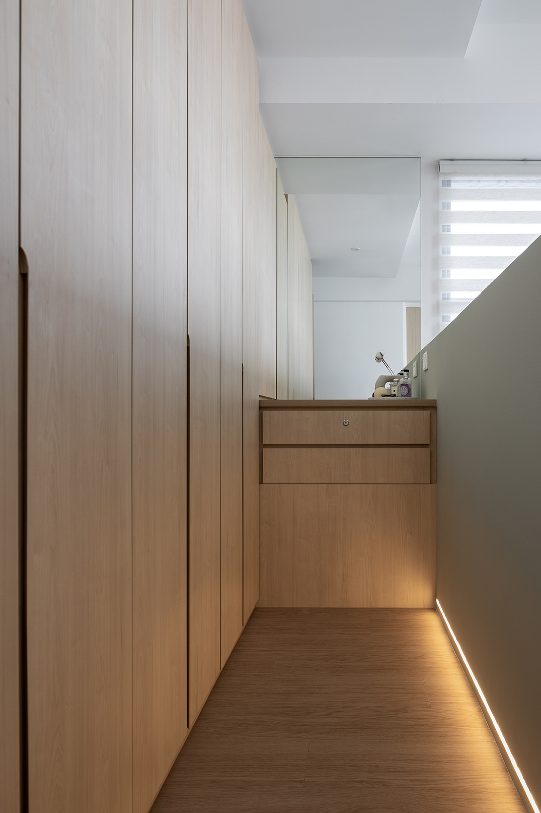 ascend design the peak toa payoh 138 dbss wardrobe with light